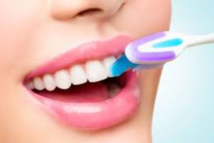 Γιατί δεν πρέπει να πλένουμε τα δόντια μας αμέσως μετά το φαγητό