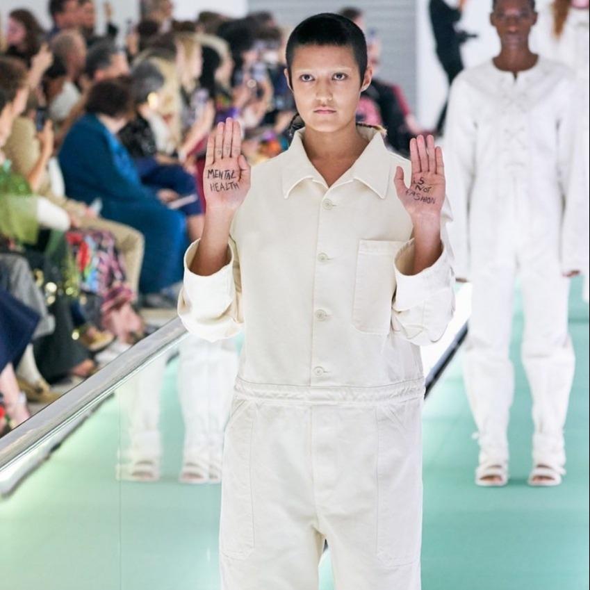 Η κίνηση διαμαρτυρίας ενός μοντέλου στο show του οίκου Gucci