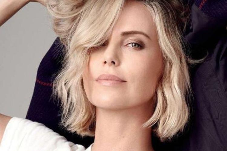Η Charlize Theron έκανε μια εντυπωσιακή αλλαγή στα μαλλιά της