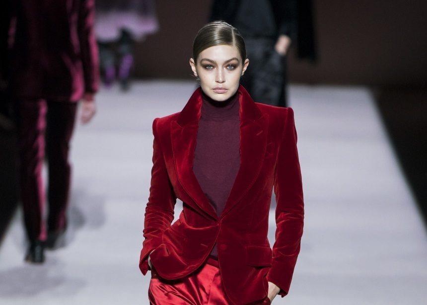 Tom Ford: Ένας stylish τρόπος να φορέσεις το ζιβάγκο σύμφωνα με το νέο show του σχεδιαστή